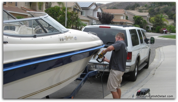 Polishing fiberglass boat before applying fiberglass wax